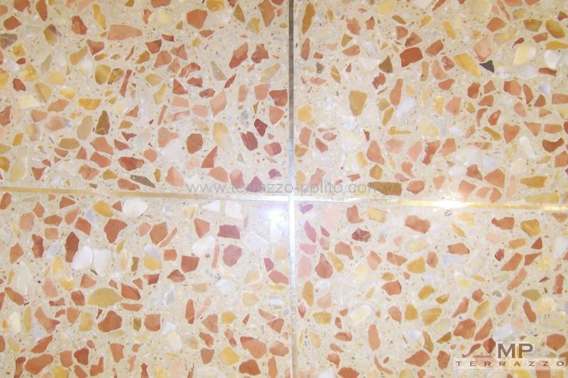 Terrazzo mit Marmor Verona-Rot und Siena-Gelb - www.terrazzo-polito.com
